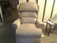 Windsor Riser/ Recliner Chair