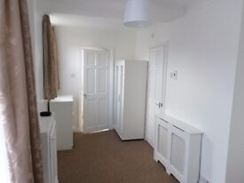 GROUND FLOOR SELF CONTAINED FURNISHED STUDIO FLAT IN SHIRLEY
