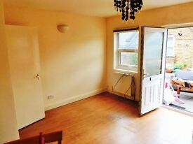 Spacious 2 Bedroom Flat To Rent In North Finchley London N12