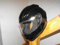 Bargain Price Motorbike Helmet Leo 818 Size 56-57 cm Medium Gloss Black VGC