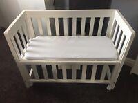 Troll white wooden bedside crib