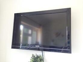 """Toshiba 32"""" LCD Tv with wall mount"""