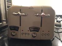 Delonghi CTO4-0E Argento 4 Slice Toaster in Cream