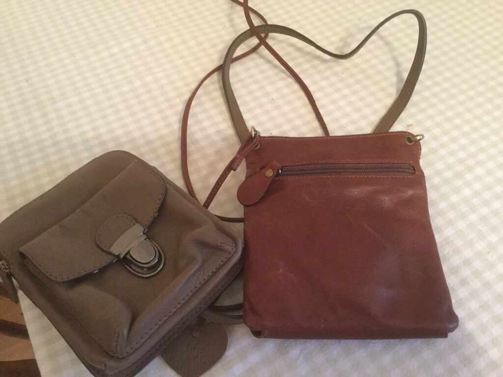 2 leather small bags 1 white stuff , Gianni conti