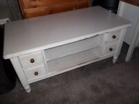 DUCAL SOLID WOOD HEAVY COFFEE TABLE SHELF DRAWERS PAINTED CREAM