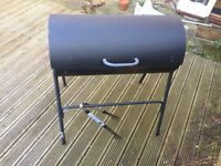 Large coal barbeque (70x35cm grill area) with tongs