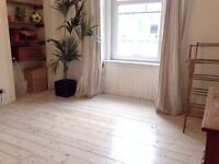 Bright double room in Abbeyhill