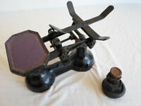 Vintage Scales 7lb for domestic use cast iron includes 4 weights