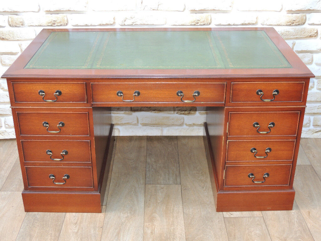 Pedestal 3 part desk with keyboard tray Vintage style (Delivery)