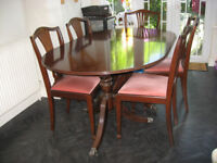 Beautiful extending polished wood dining table and 6 chairs