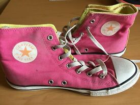 LADIES PINK CONVERSE TRAINERS. SIZE UK 4.5