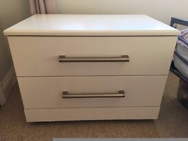 Modern, White Bedroom Ottoman / Chest (with wheels) - Excellent Condition