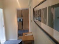 AMAZING BIG DOUBLE ROOM AVAILABLE IN PUTNEY,CLOSE TO BARNES RAILWAY STATION ,SHOPS ...ALL INCLUSIVE