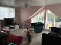 Large ensure Room to rent in shared house