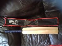 HS CRICKET BAT. ( BRAND NEW youths/ mens)