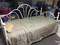 White Daybed with Mattress