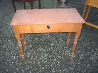 VINTAGE ORNATE SOLID PINE SIDE / END TABLE WITH CENTRAL DRAWER. VIEWING/DELIVERY AVAILABLE