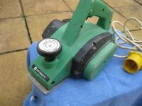 110v Hitachi planer 82mm cutters 750watt