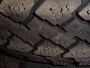 4 pneus d'hiver, 195/65/15 Pacemark Snowtrakker Radial ST/2, 50% d'usure, 6-7/32 de mesure.