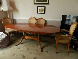 Lexterton Yew dining table + 5 free chairs