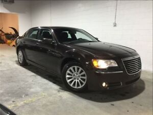 2012 Chrysler 300 CLEAN CARPROOF!