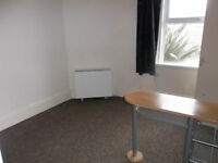 Studio Flat. 5 mins to Torquay Harbour. Double Glazed. Free WiFi. Private Parking. No Agent Fee