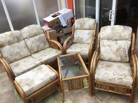 Good condition 5-piece conservatory furniture cream patterned m