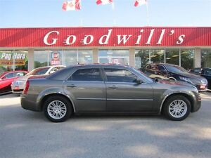 2008 Chrysler 300 TOURING! SUNROOF! HEATED LEATHER SEATS!