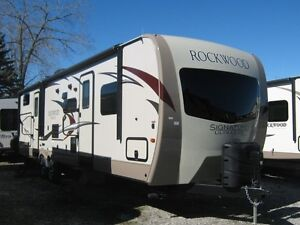 2017 FOREST RIVER Rockwood Signature 8312SS