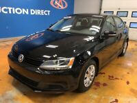 2014 Volkswagen Jetta 2.0L Trendline+ LIKE NEW!/ AUTO/ HEATED...