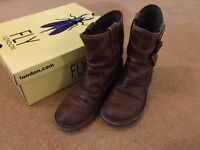 Fly boots size 5