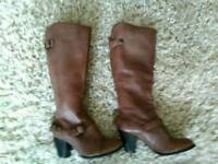 Clarkes size 5 leather boots ,as new.o.n.o.