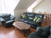 For Lease, Furnished, Well-Presented, Top Floor, Two-Bed flat, Rosebank Place, Aberdeen.
