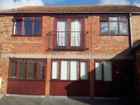 1 Bed Ground Floor Flat in converted Coach House - Bradley Ave - Unf/Exc