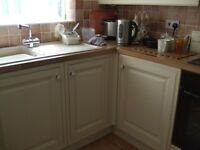 Kitchen cupboards/cooker hood with extractor