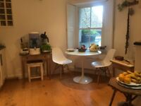 Large room to rent in a beautiful house in the centre of Frome.