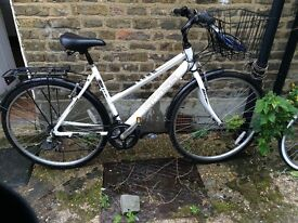 £100 / in great condition / cross hybrid bicycle with front basket