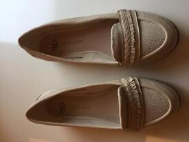 Ladies shoes size 4👀👀👀👀