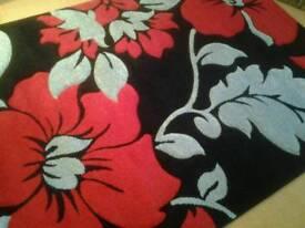 160 x 230cm rug, black / silver / red.