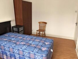 Double room, £130PW, Furnished, Bills Include, 5-6 Mins walk to EAST HAM station, 2 Mins to Bus stop