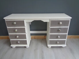 OAK DRESSING TABLE SHABBY CHIC STYLE IN GREY AND ANTIQUE WHITE. 8 DRAWERS
