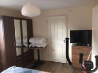 Ensuit double/single bedrooms available for Uni students in a Town House, Ardwick, Stockport Rd
