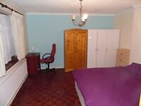 STRATFORD - VERY LARGE, BRIGHT AND SPACIOUS DOUBLE OR TWIN ROOM AT BORTHWICK RD