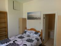 En-suite Double room.Hendon Central.All bills included!