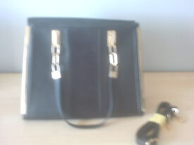 BRAND NEW, NEW LOOK Ladies Black Handbag with Gold Trim