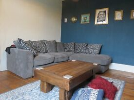 Large double bedroom in beautiful house with super friendly hardworking female artist