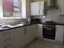 Modern Rooms to Let in Shared House, Cleethorpes Road, Grimsby, Furnished, Wifi £75 Per Week