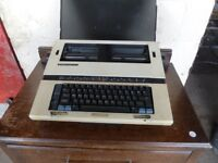 Silver Reed EX42 Typewriter in Case Delivery Available £5