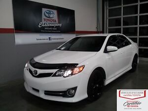 2013 Toyota Camry SE navigation/cuir +(pneus hivers/roues)