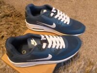 BRAND NEW NIKE AIR MAX TRAINERS SIZE 7